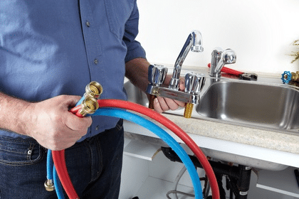 Установка смесителя для ванной комнаты и кухне