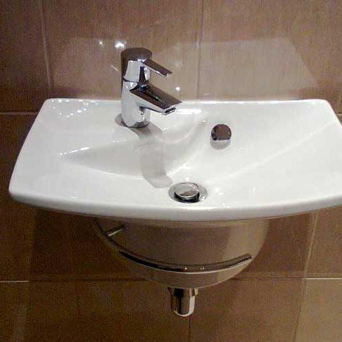 Установка раковины в туалете