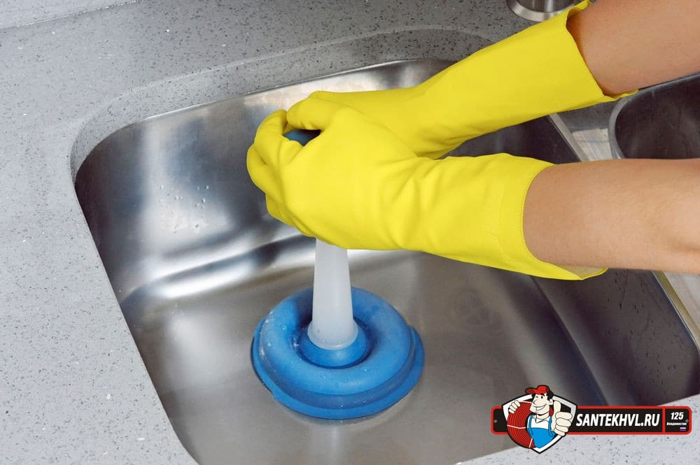 Используем вантуз для прочистки канализации